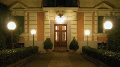 Illuminare il giardino con i lampioni da esterno ecco a for Lampioni da esterno