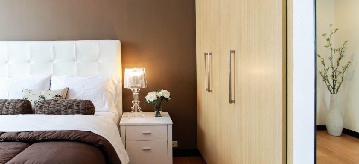 Atmosfere luminose con le abat jour da comodino per camera da letto