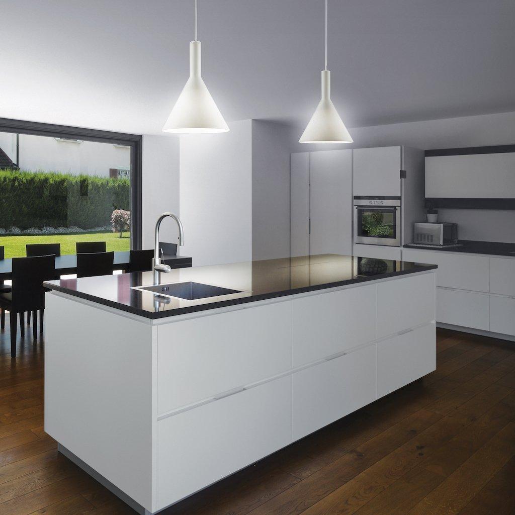 Lampadario Con Punto Luce Decentrato illuminazione cucina: lampadari o sospensioni?